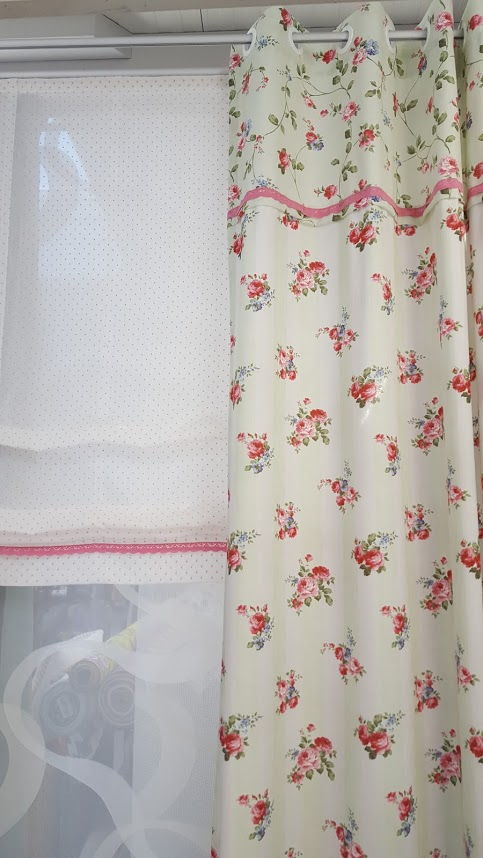 romantische gardinen und kissen aus rosenstoffen. Black Bedroom Furniture Sets. Home Design Ideas